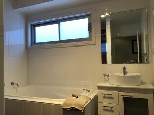 Gippsland 119 bathroom