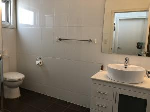 Gippsland 119 bathroom 2
