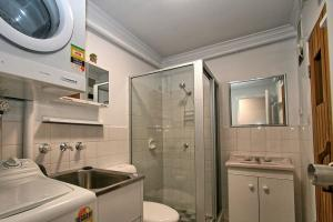 Lake-n-Snow-Jindabyne-Bathroom-Laundry