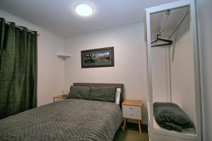 Lake-n-Snow-Jindabyne-Bedroom-1 (1)